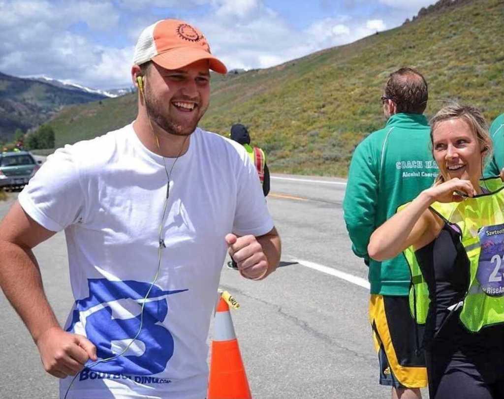 man running in marathon next to woman