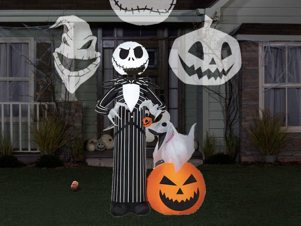 jack skeleton in front lawn