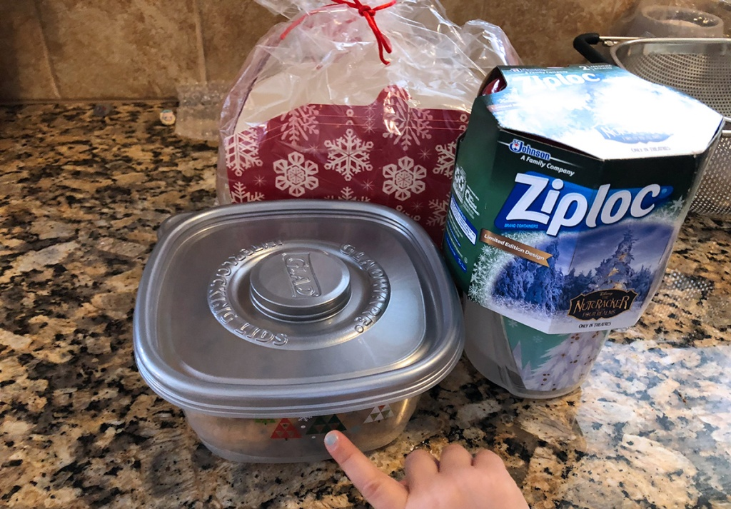 Winter themed Ziploc plastic containers