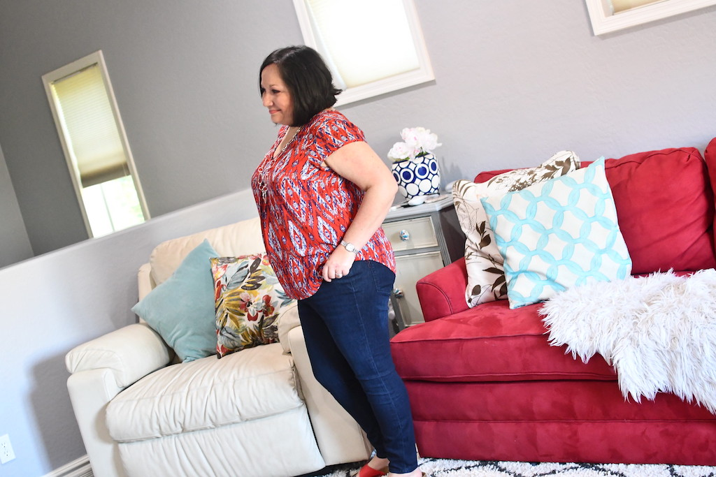woman wearing skinny jeans and blouse in living room