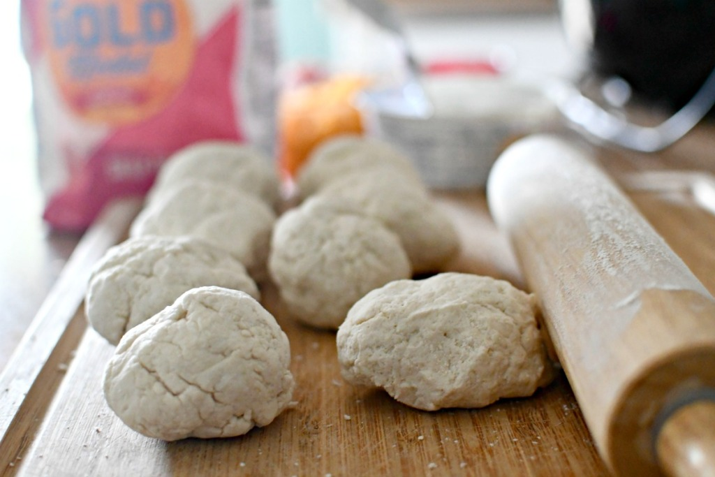 balls of 2 ingredient dough for hot pockets