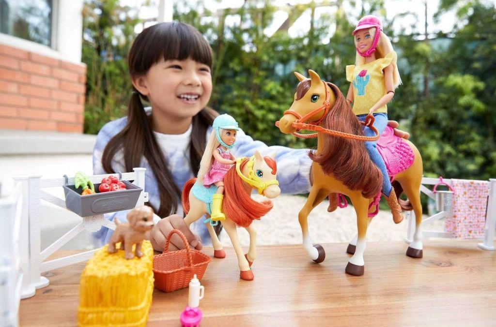Barbie Hugs n Horses Set