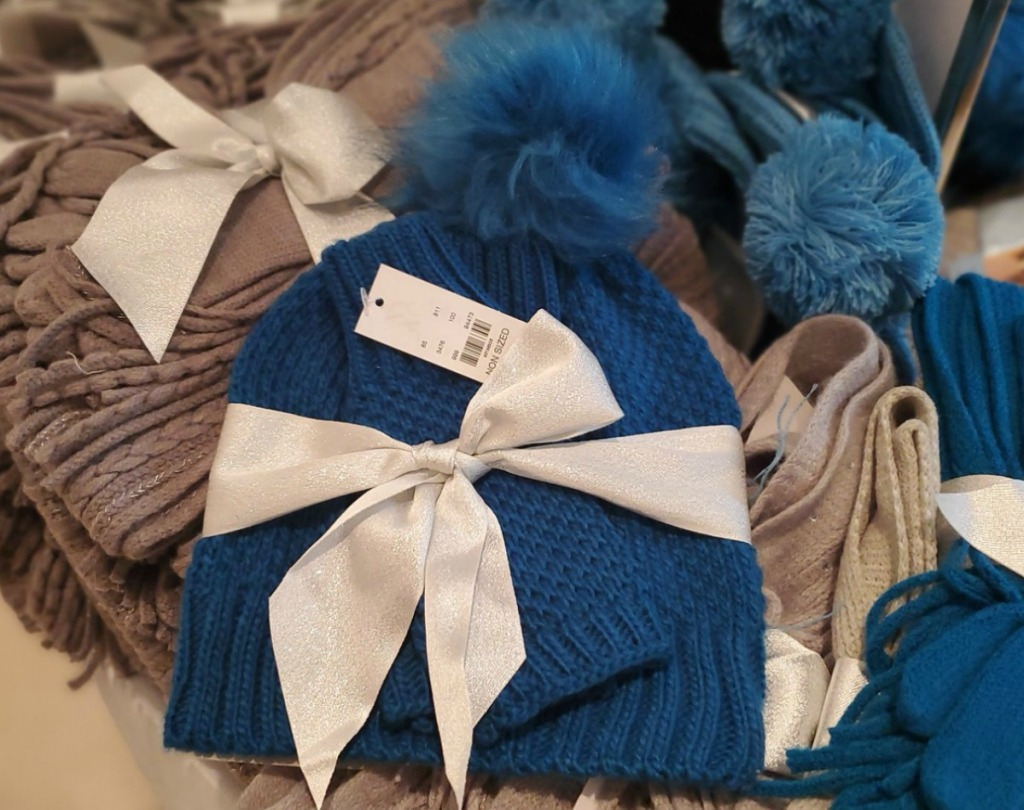 Cable Knit Hat & Gloves bundle in royal blue color