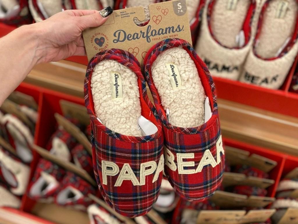 Dearfoams Men's Slippers in Kohl's near display