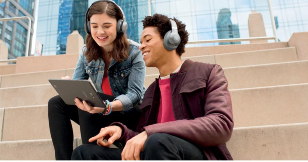 ver-ear-headphones-JBL-EVEREST