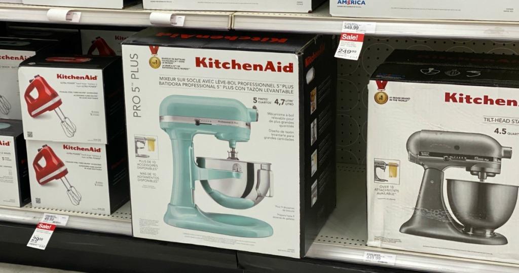 Mixer KitchenAid di rak toko