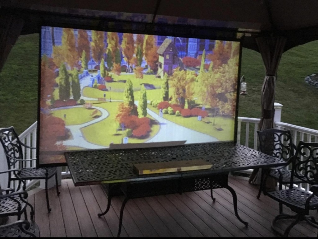 Outdoor screen with movie projecting