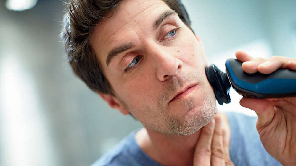 man using a Philips Razor