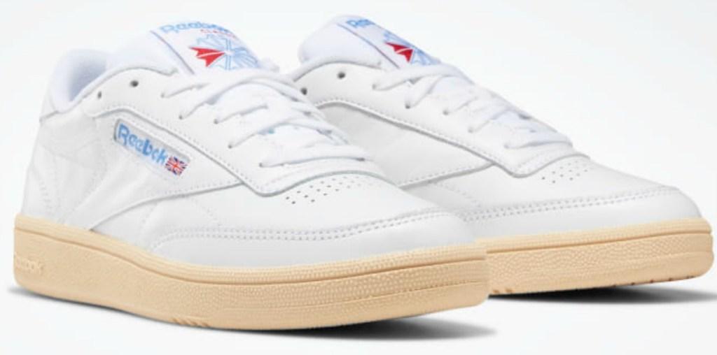 Reebok women's Classic Shoes in white
