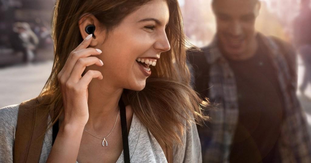 woman using samsung galaxy earbuds