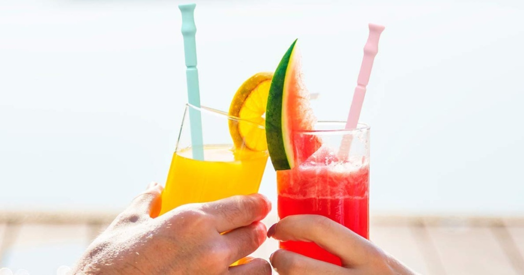Waloo Reusable Foldable Straws in drinks