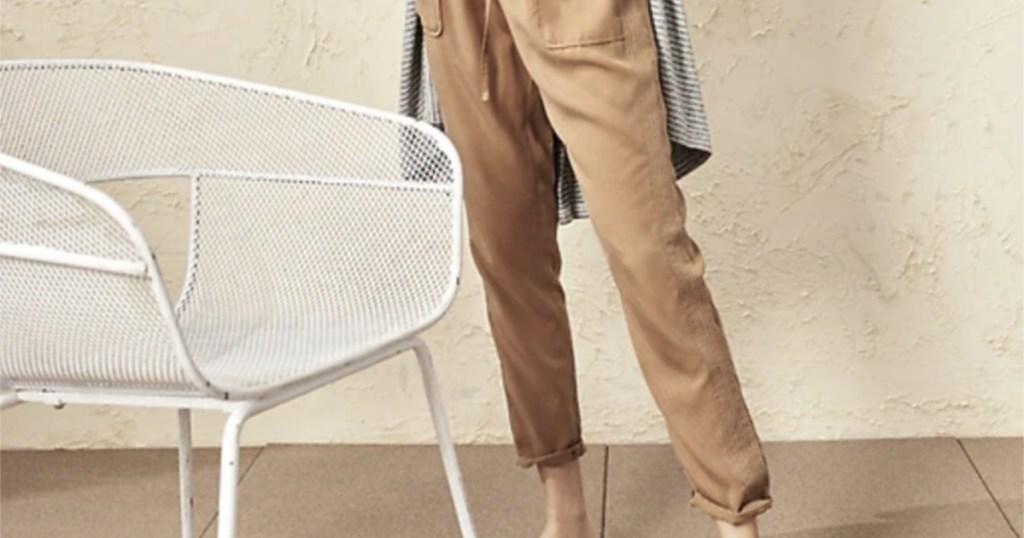 woman wearing brown utility pants