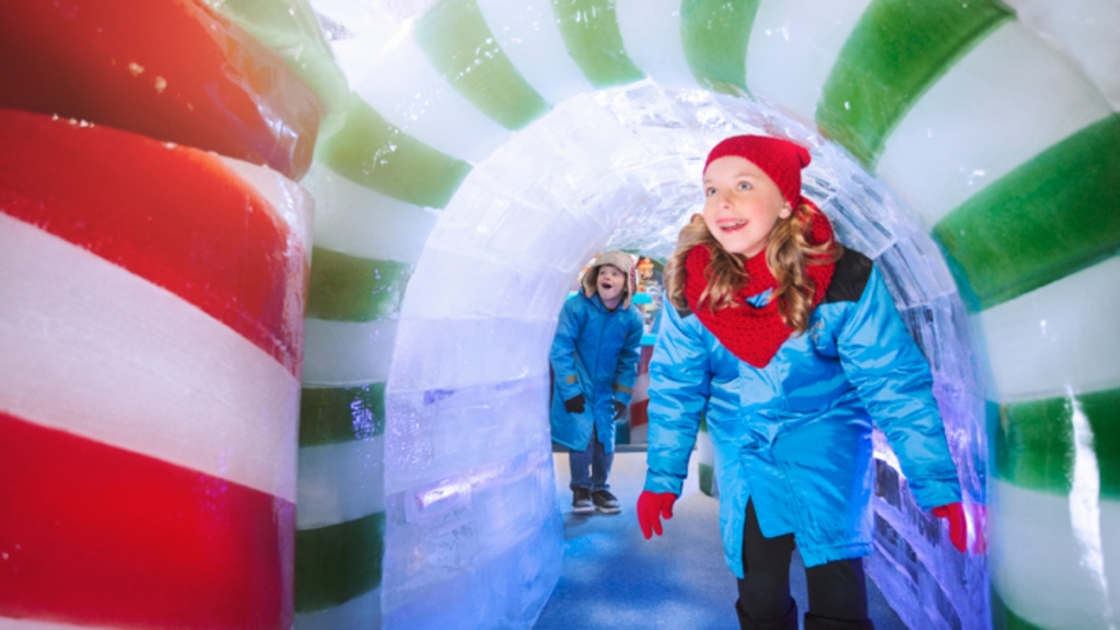 kids walking through ice tunnel at ICE Gaylord