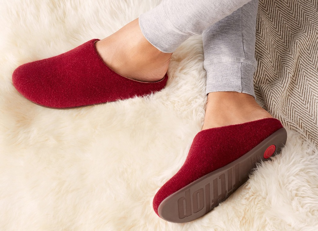 woman wearing fit flops slippers