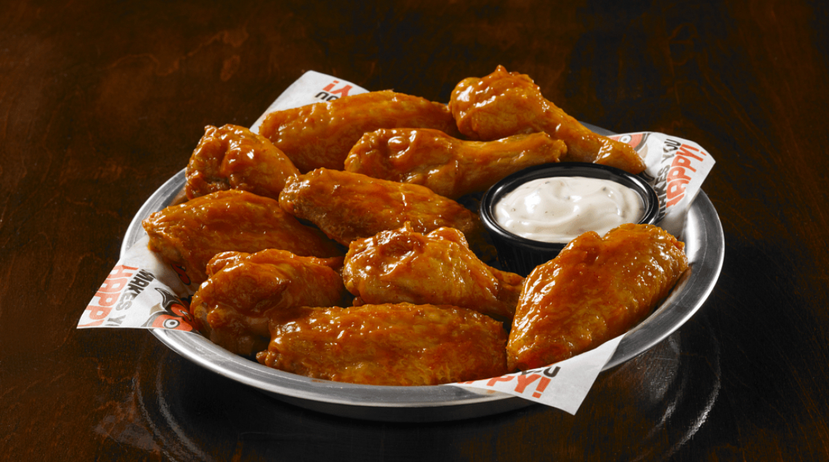 Hooters wings with dipping sauce
