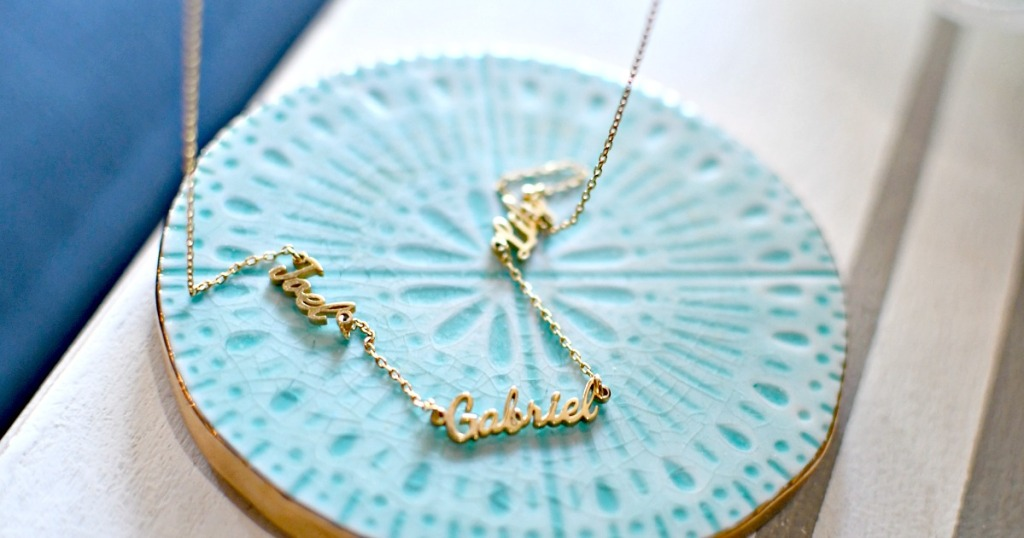 three name necklace in gold