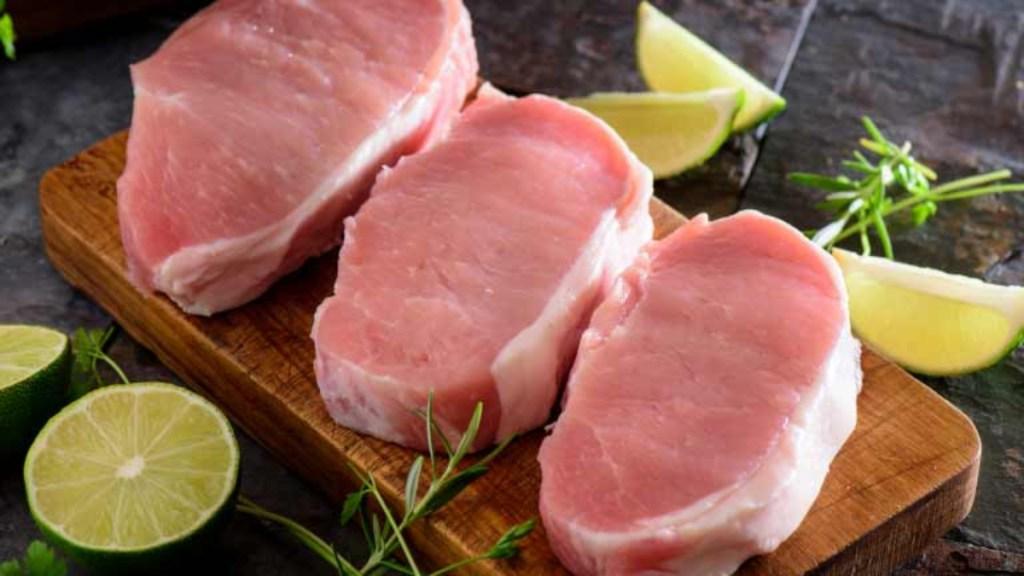 3 raw pork chops