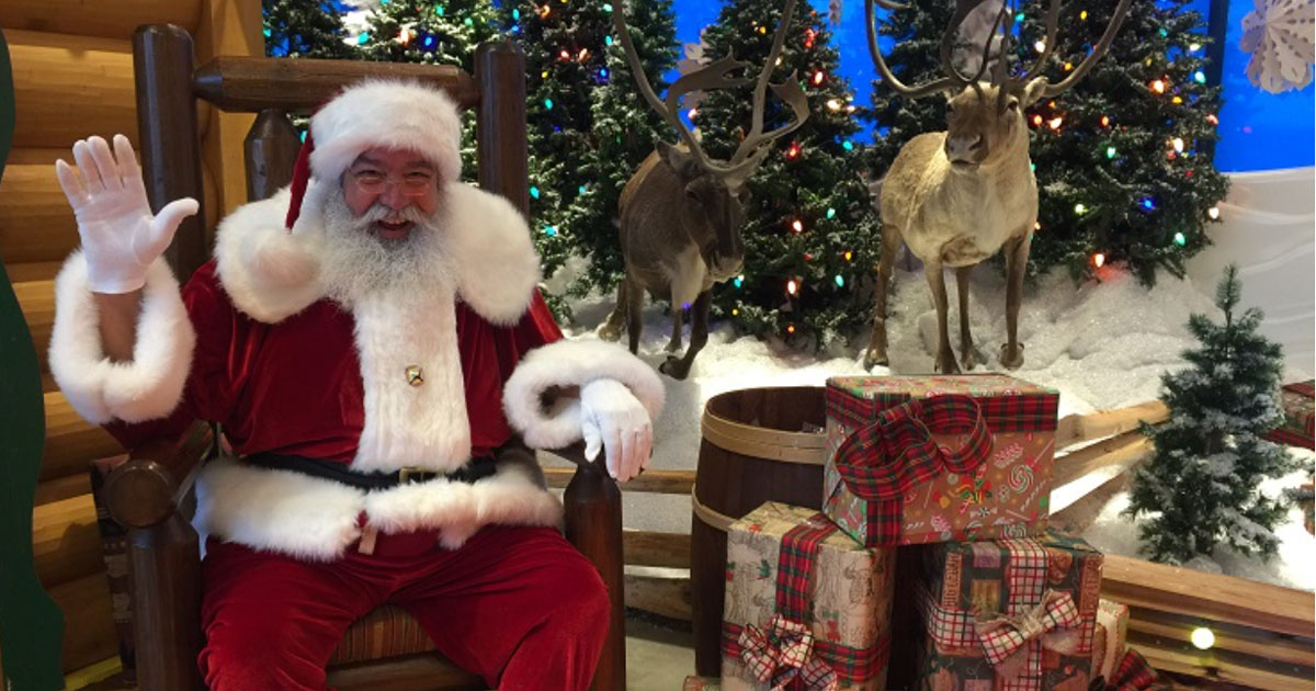 santa ready for pictures at bass pro shops