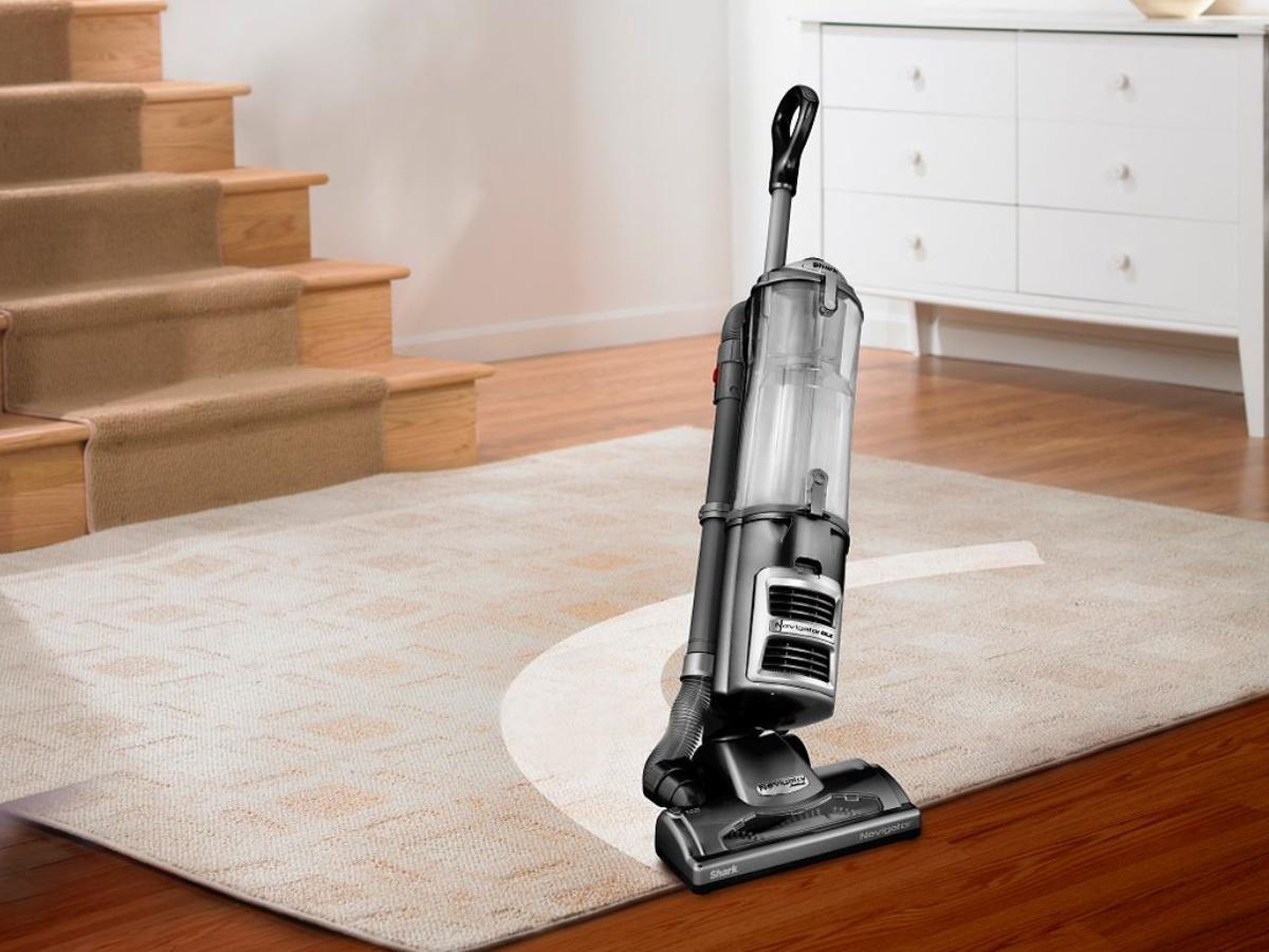 shark vacuum vacuuming a carpet