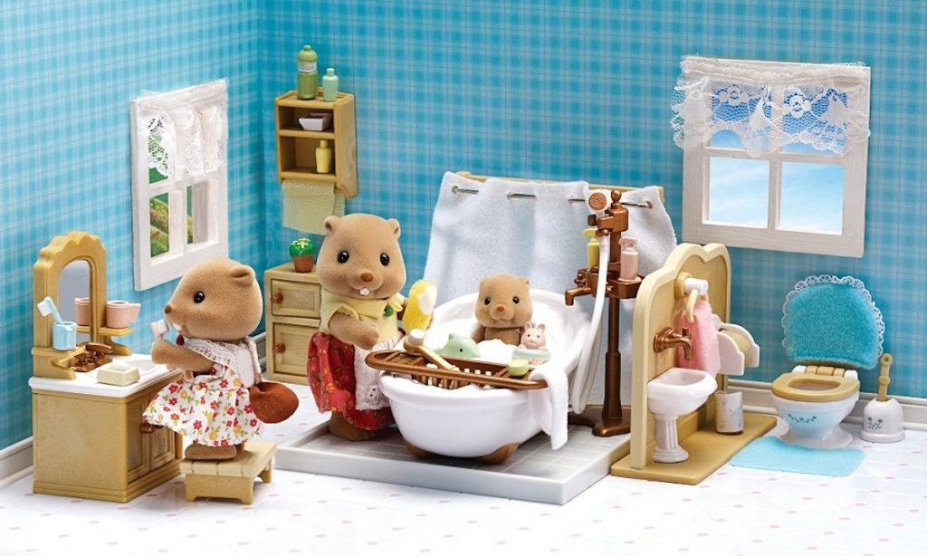 Calico Critters Deluxe Bathroom Set with characters playing