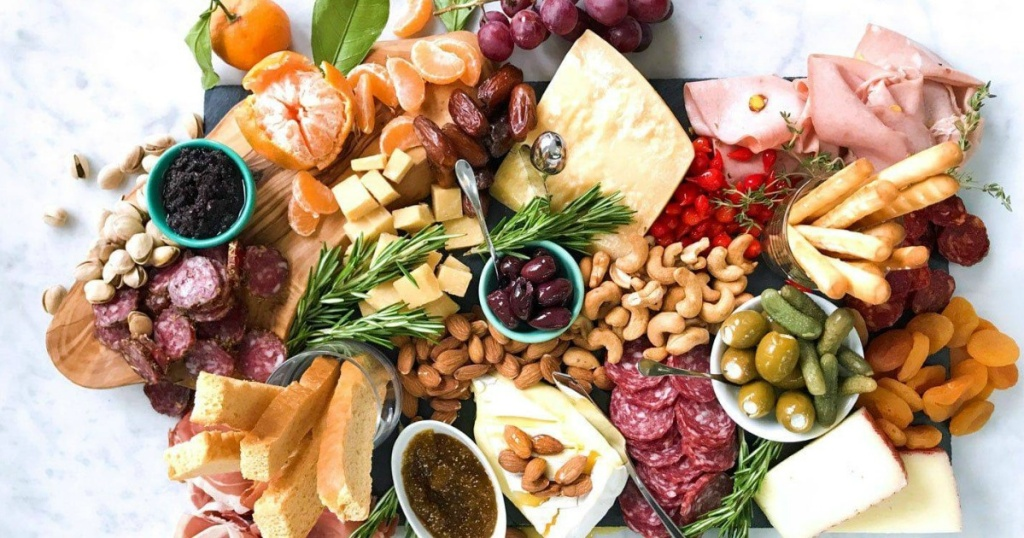 picture of fruit, meat, and nuts tray