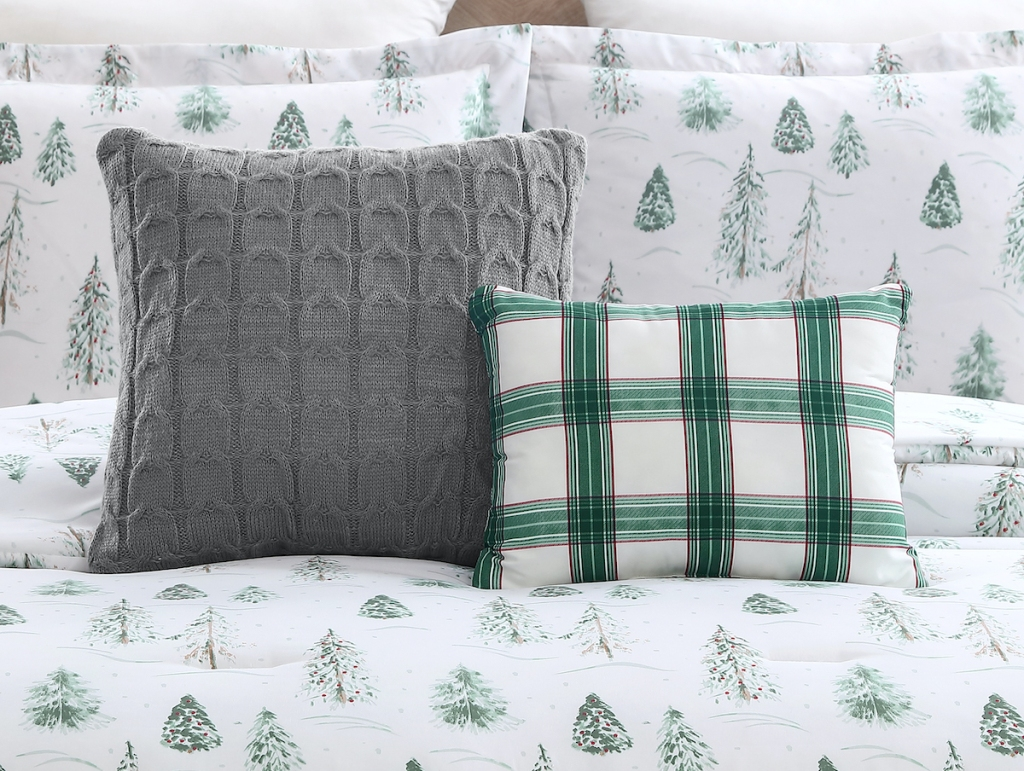 Mainstays Pine Tree Comforter Decorative pillows