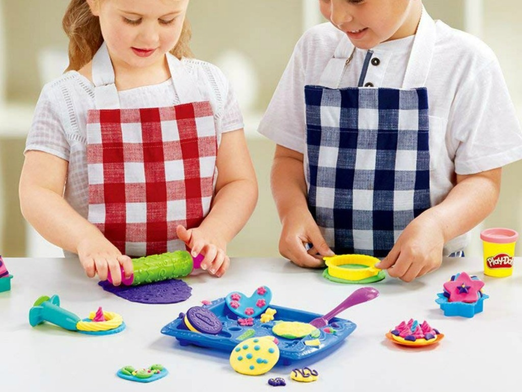 Kids playing with Play-Doh Sweet Shoppe Cookie Creations