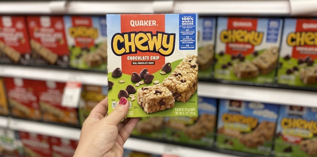 hand holding box of Quaker Chewy Chocolate Chip Bars