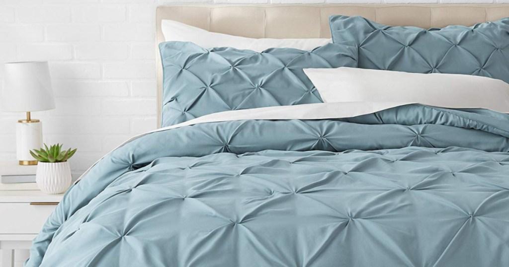 amazonbasics comforter that has pleats
