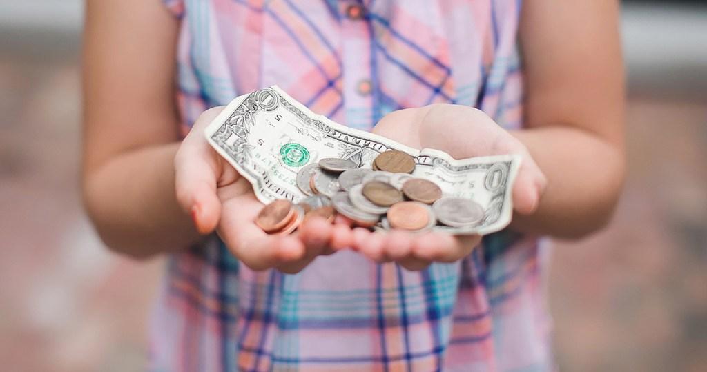 girl holding money in hands