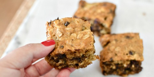 Bake These Easy Oatmeal Squares for Breakfast (Filled w/ Banana, Chocolate Chips, & Peanut Butter)
