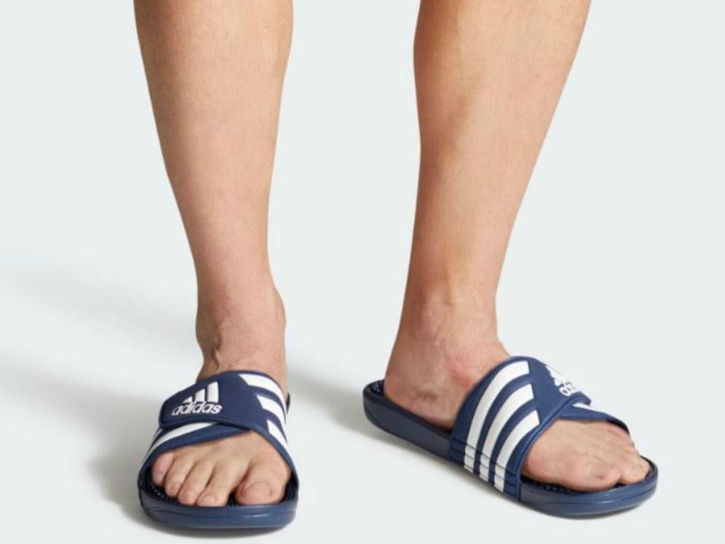 man wear slide on blue shoes