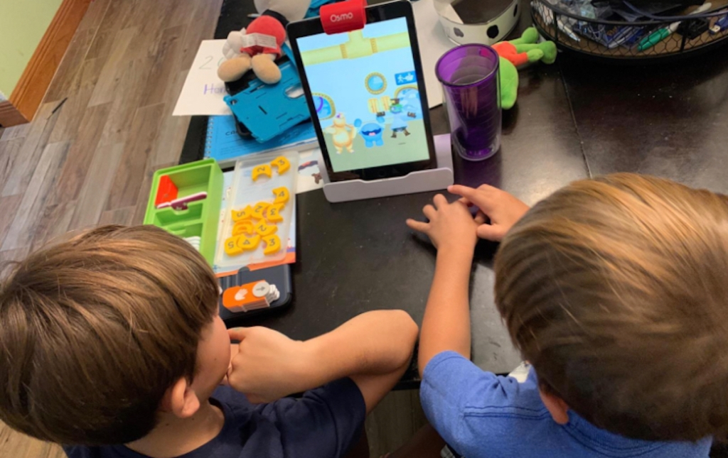kids sitting in front of osmo ipad stem game