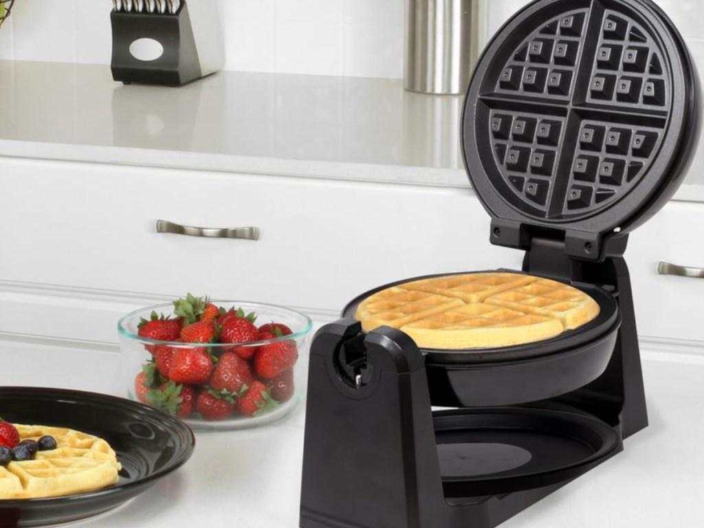 Kalorik Rotary Single Waffle Black Stainless Steel Belgian Waffle Maker