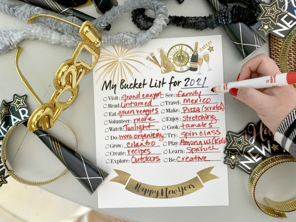 woman filling out bucket list