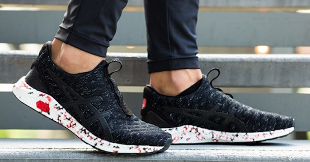 man wearing ASICS HyperGEL-Kenzen Casual Running Neutral Shoes with black joggers
