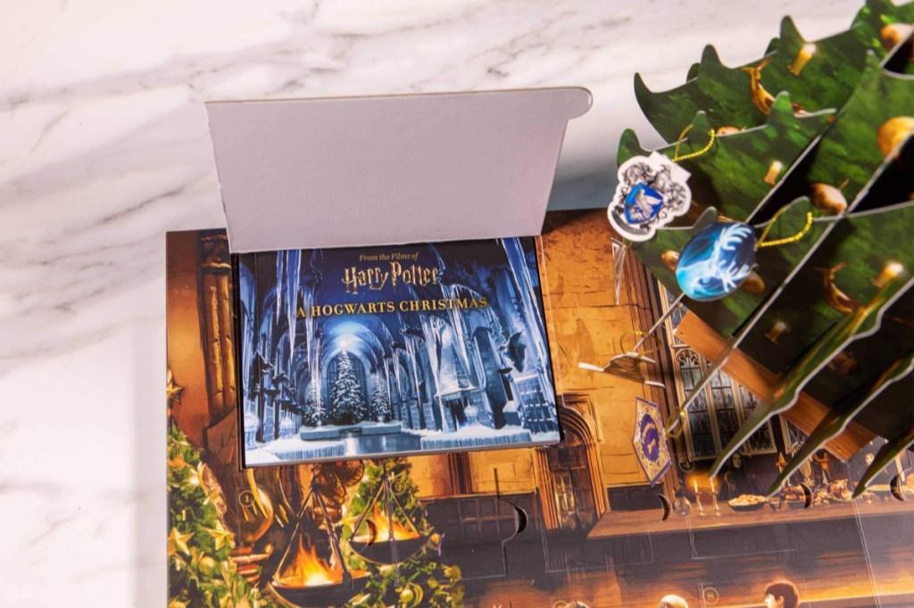 Harry Potter: A Hogwarts Christmas Pop-Up Book