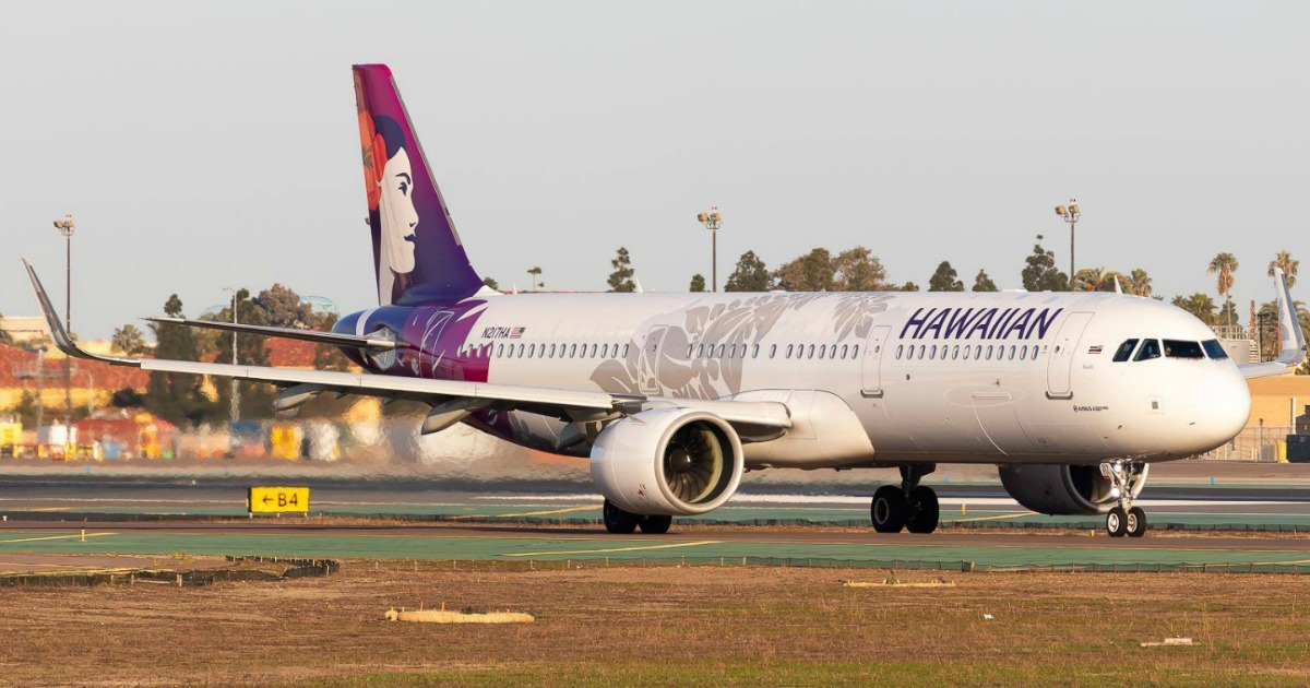 Large Hawaiian Airlinesplane on runway
