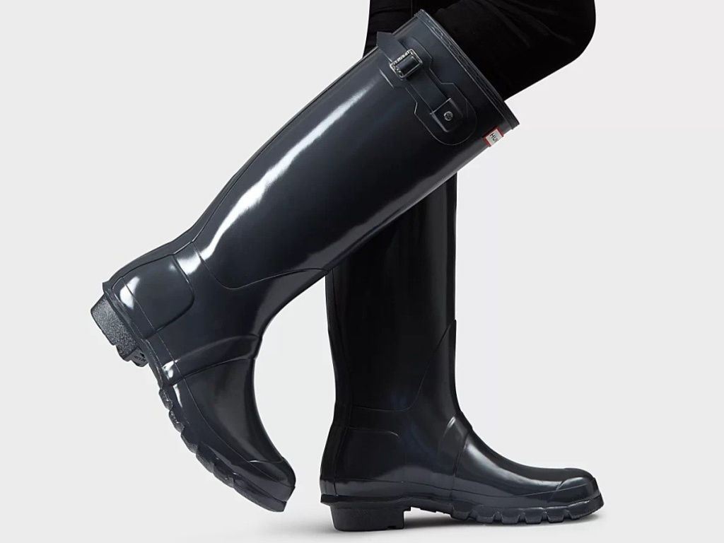 woman wearing hunters Women's Original Tall Gloss Rain Boots_ Slate Grey