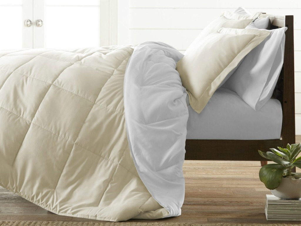 Light colored reversible comforter set