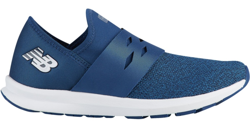 Single shoes of women's new balance sneakers in blue with white sole