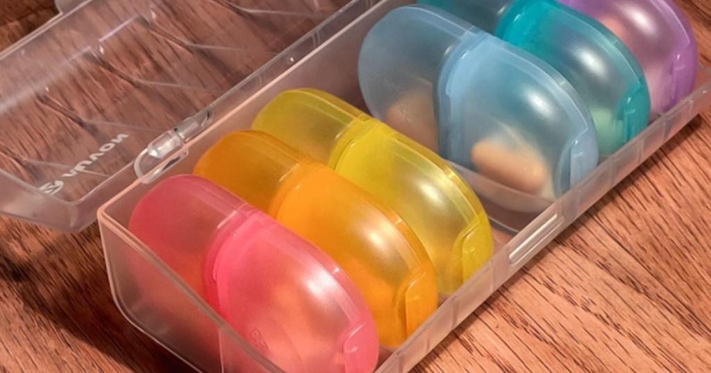 Auvon Pill multi-colored organizer