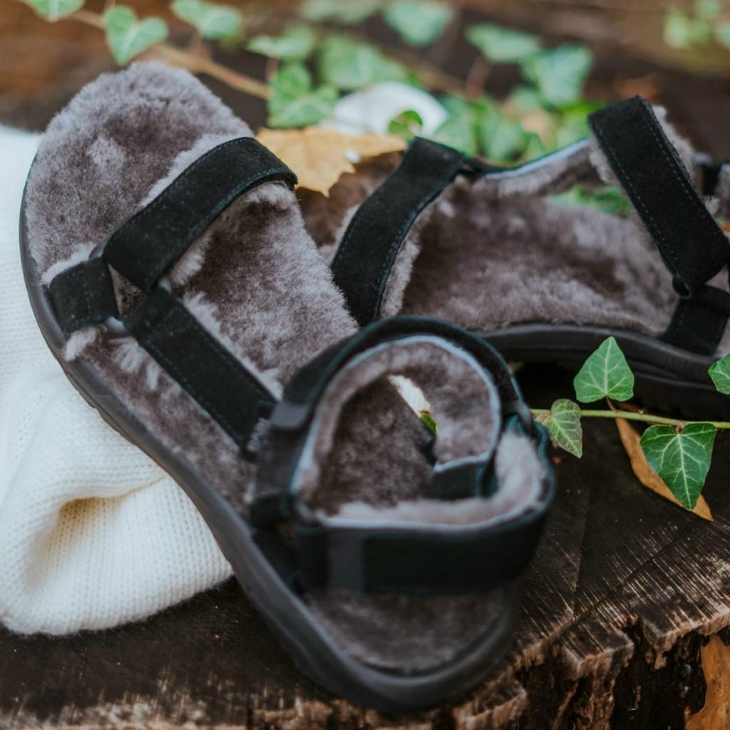 Black men's sandals with faux fur lining
