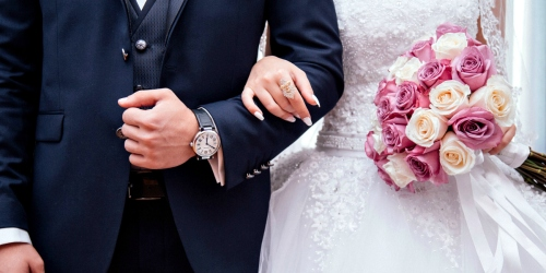 10 Tips to Save Money on Your Wedding – Dresses, Invitations, Venues, Cakes & More