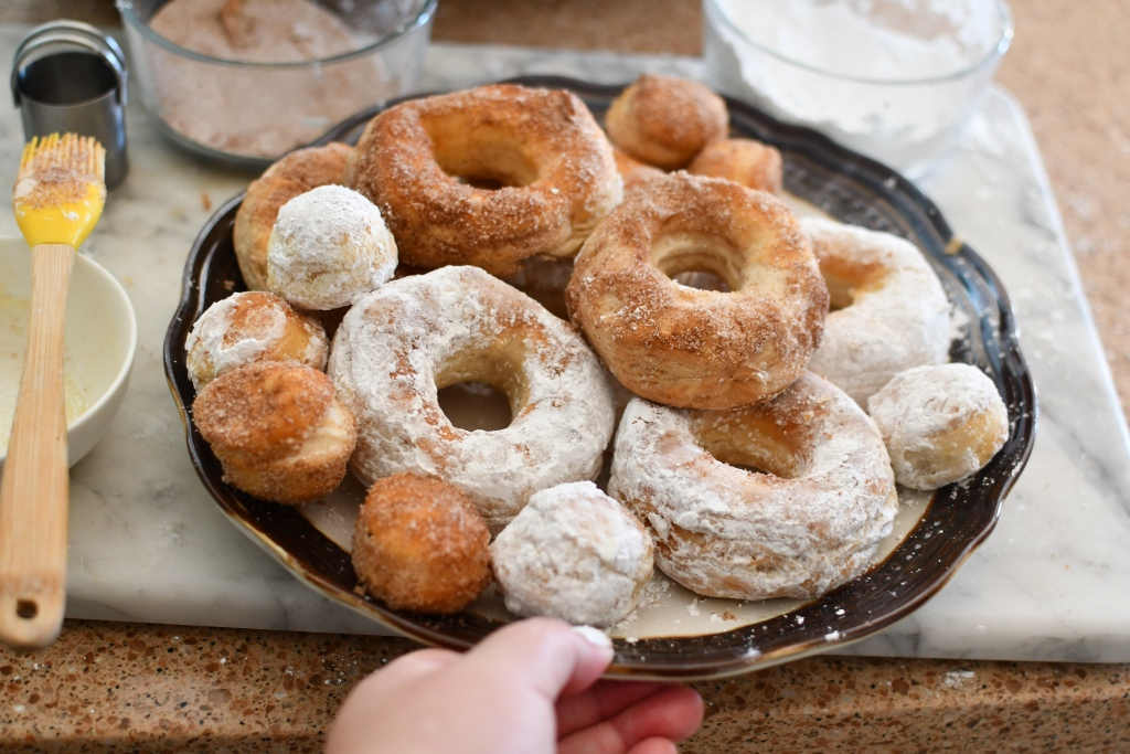 plate with 5 minute air fryer donuts