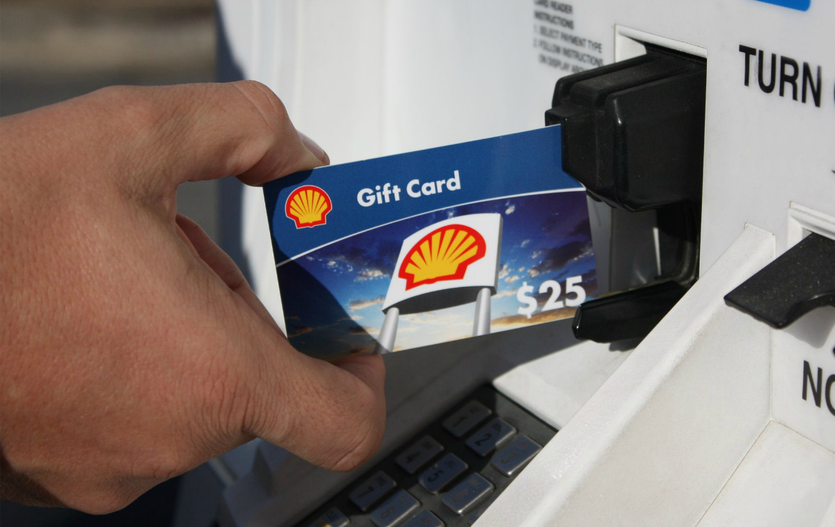 inserting gift card into shell gas station pump