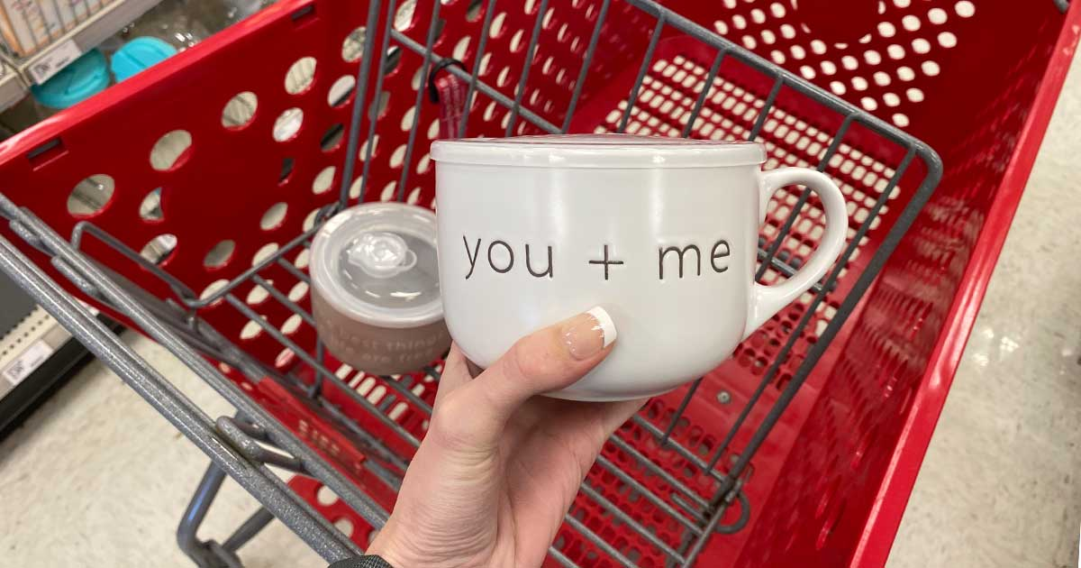 you + me mug with lid in-hand