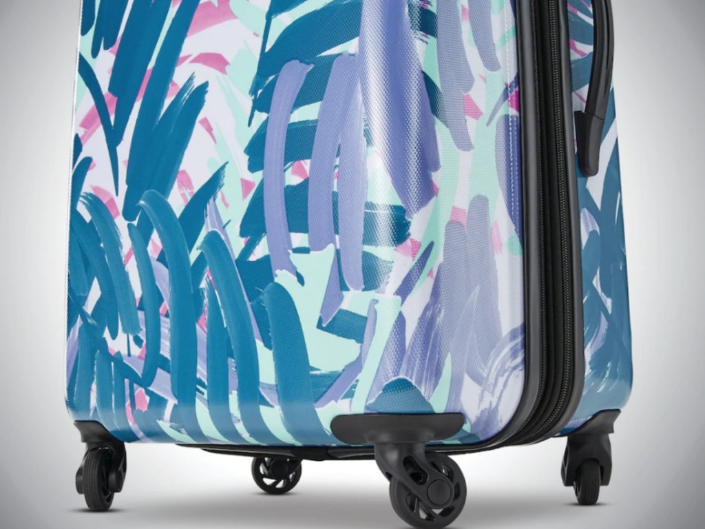 American Tourister Palm Spinner