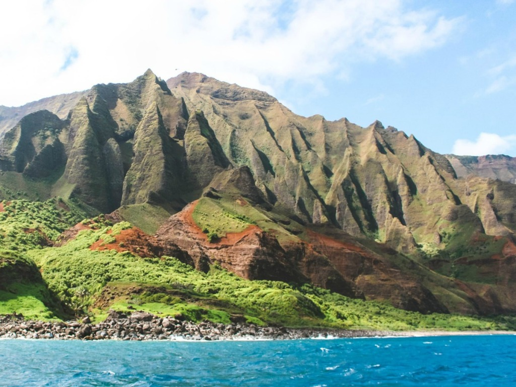 Large mountain view of Hawaii islands from the ocean