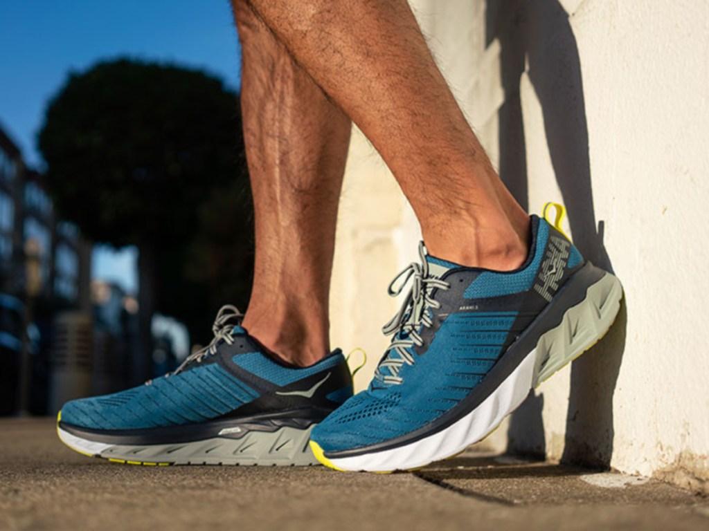 Men's blue running shoe